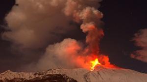 Nieve y fuego en el Etna