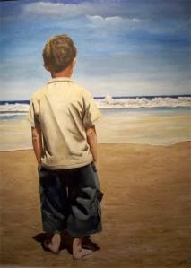 Niño mirando al mar