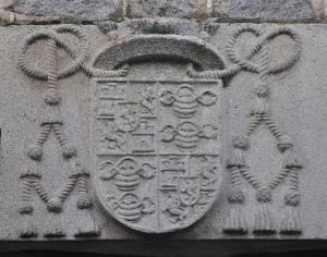 Catedral de Ávila, escudo del obispo