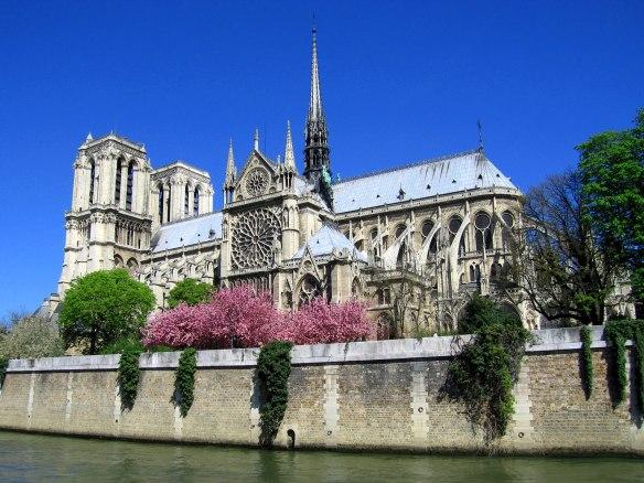 Notre-Dame_de_Paris_Flores