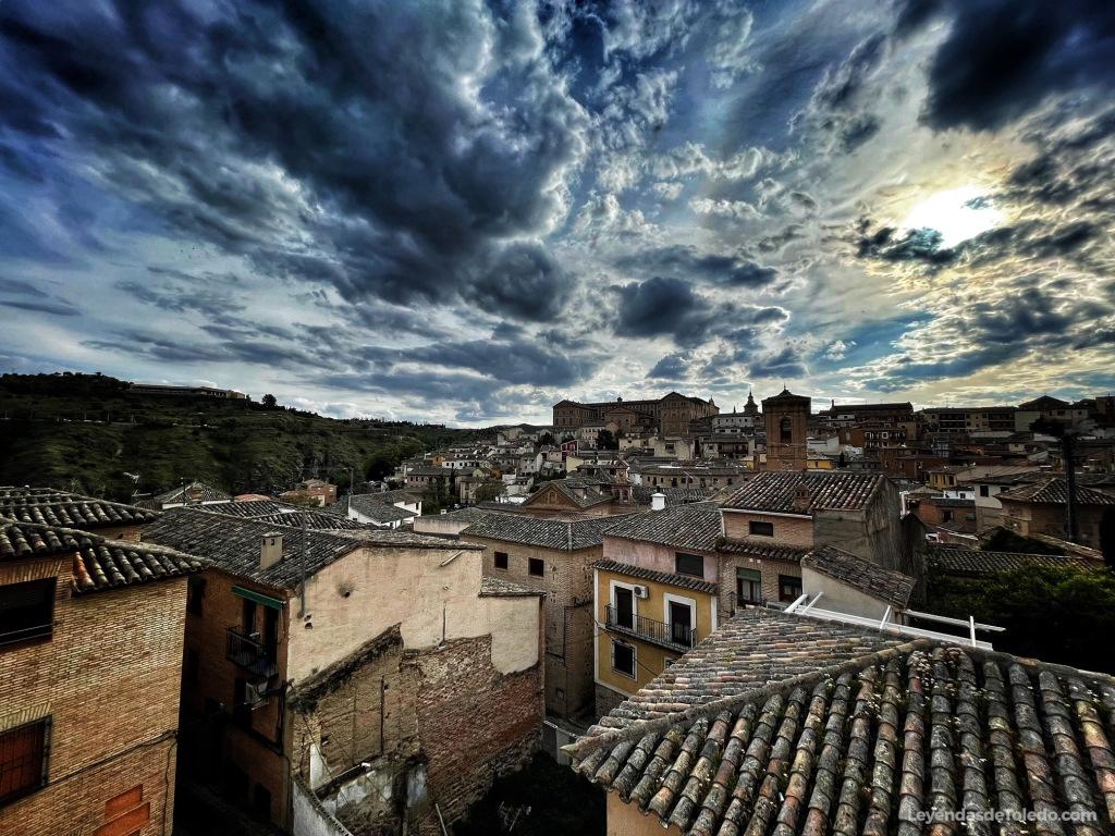 Vista de Toledo con el cielo nublado